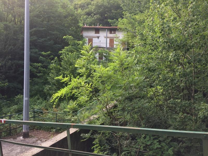 Case vacanza e appartamenti in affitto sul lago di como for Piani di casa contemporanea in collina