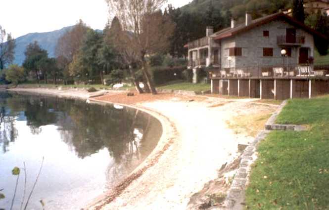 Case vacanza e appartamenti in affitto sul lago di como for Piccoli disegni di casa sulla spiaggia